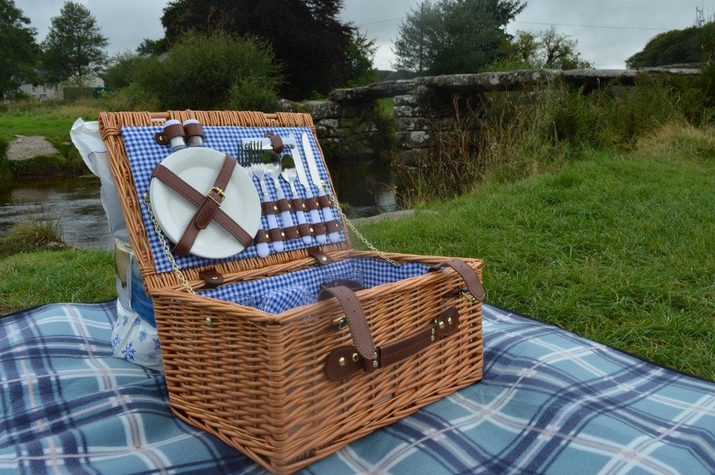 Review: Dartmoor picnic with Vonshef Wicker Hamper